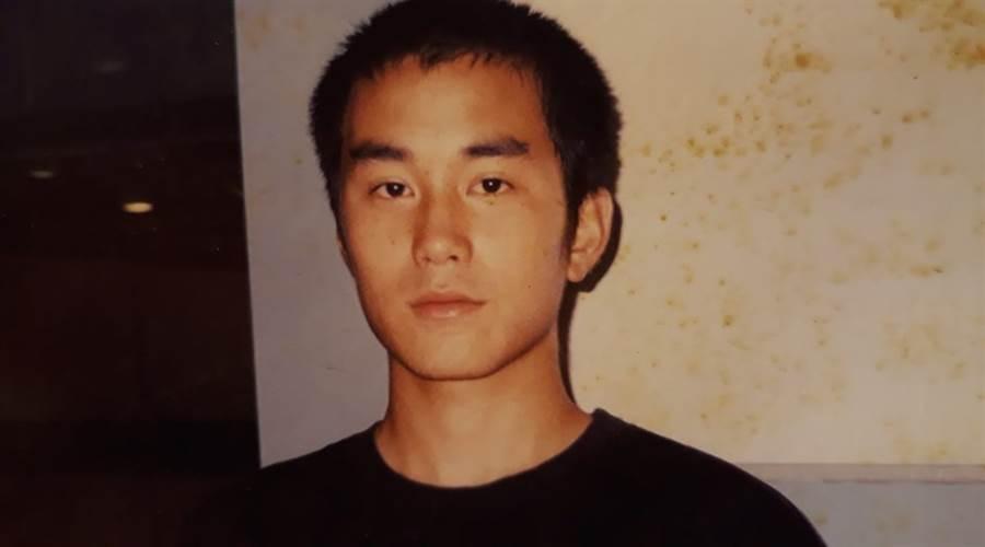 張孝全17歲時的照片。(圖/翻攝自易智言臉書)