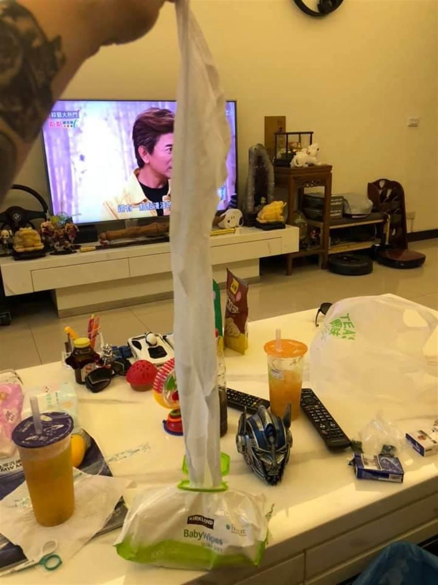 好市多販賣的抽取式濕紙巾不好用,被網友評為最雷商品之一。(圖擷自Costco好市多 商品經驗老實說)