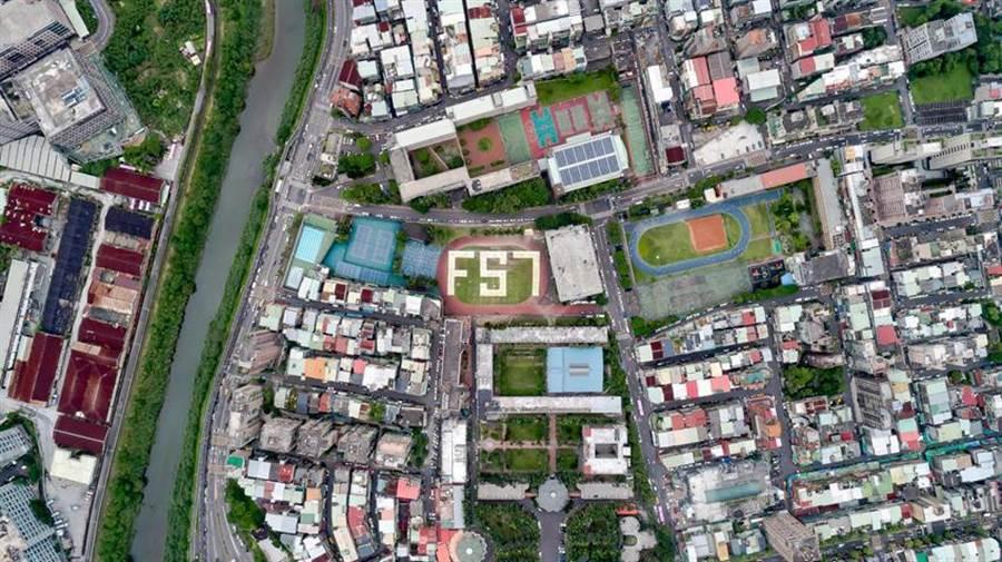 (空拍機拍景美女中學生排字「FS7」,祝福即將於6月22日發射的福衛七號。圖:科技部提供)