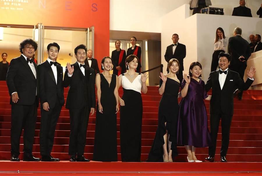 《寄生上流》於坎城影展舉行世界首映。(擷取自網路)