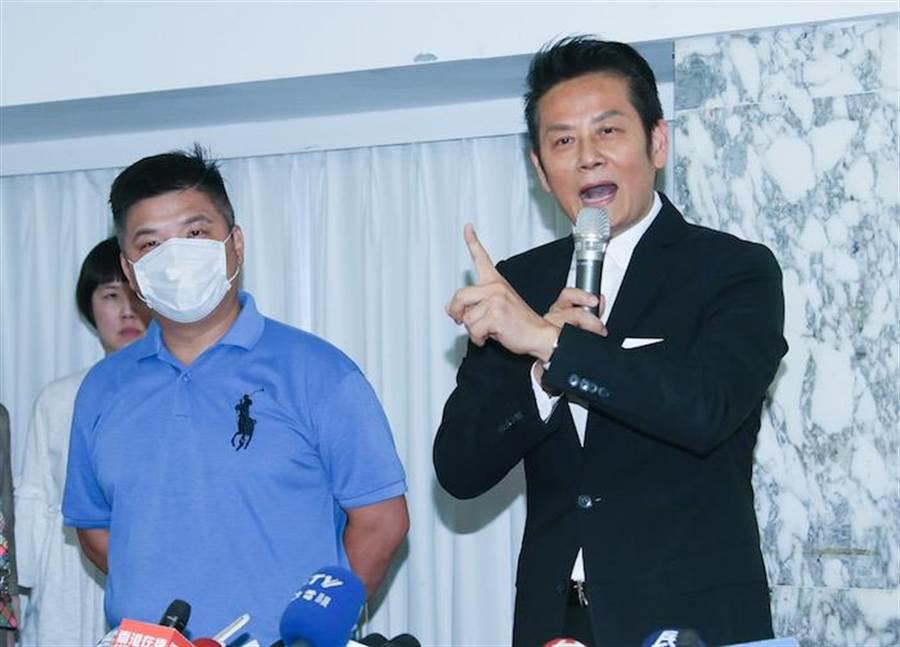 蔡男(左)。羅永銘攝