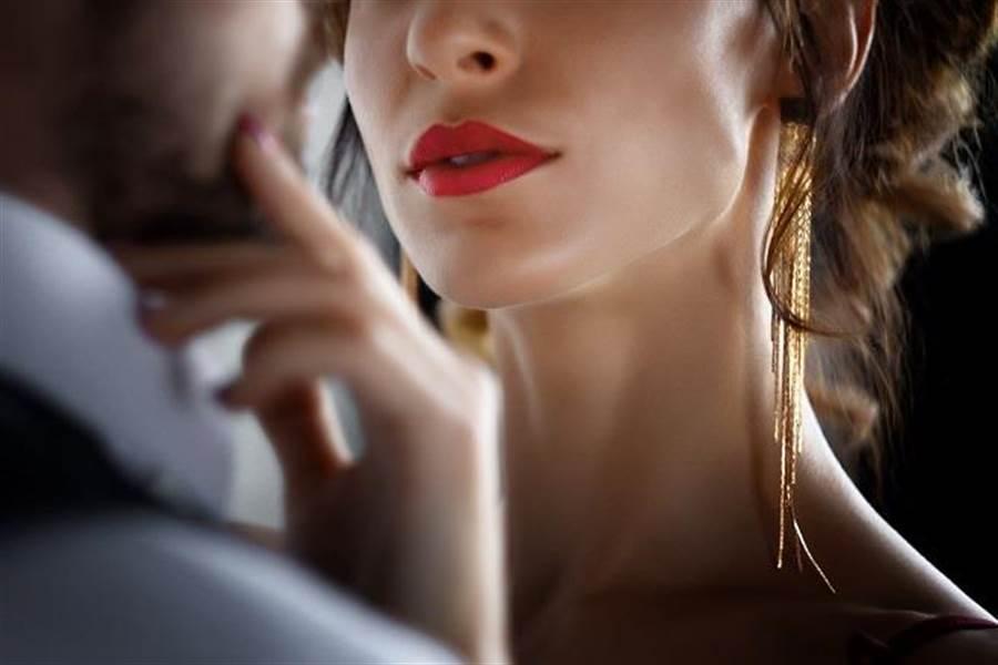 女人到了一定的年齡,都會極其的渴望溫暖,希望自己被人愛。(示意圖/達志影像/shutterstock提供)