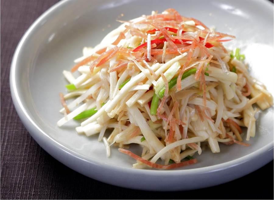 張大千最愛的前菜「六一絲」,是道由知名主廚陳健一為張大千所發想的創意料理。(故宮晶華提供)