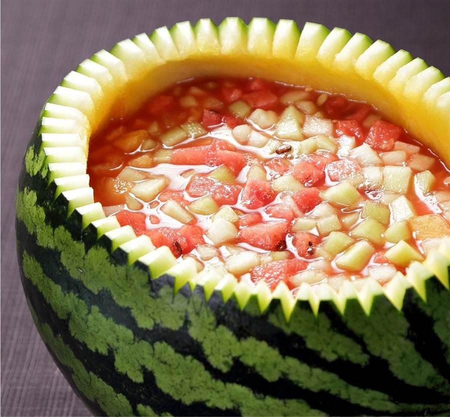 故宮晶華所打造的「大千宴」的菜單中,也有傳統經典甜點「西瓜盅」。(故宮晶華提供)