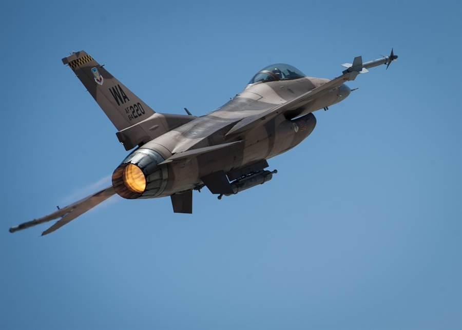 一架美國F-16C戰機的資料照。(美國空軍)
