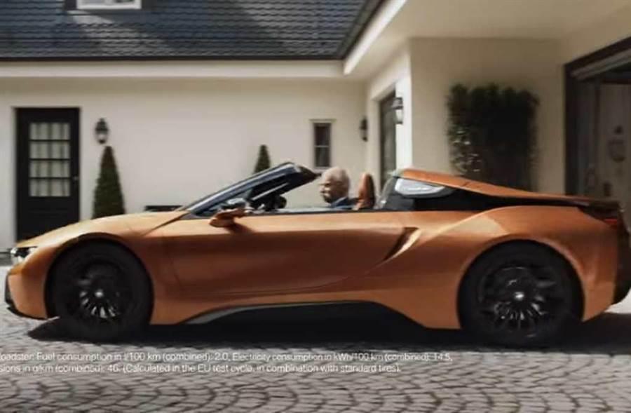 退休做自己,前賓士CEO開BMW超跑出門!(截自BMW影片)