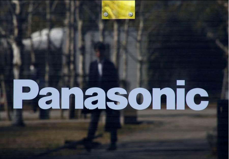 Panasonic22日決定停止供應零件給華為。(路透社)