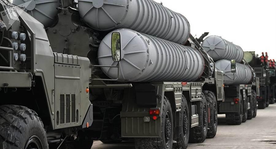 俄羅斯塔斯社稱,S-500比S-400防空系統(見圖)更神,除了能對付隱形戰機外,還能對付高超音速飛彈。(俄羅斯衛星網)