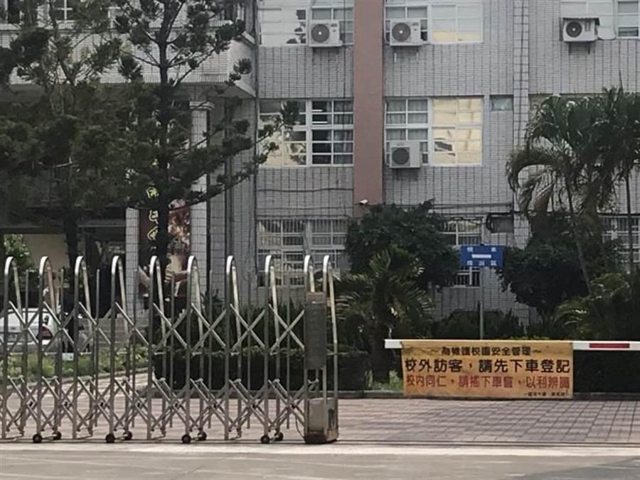 台南永康某國中今天中午驚傳女學生墜樓身亡。(曹婷婷攝)