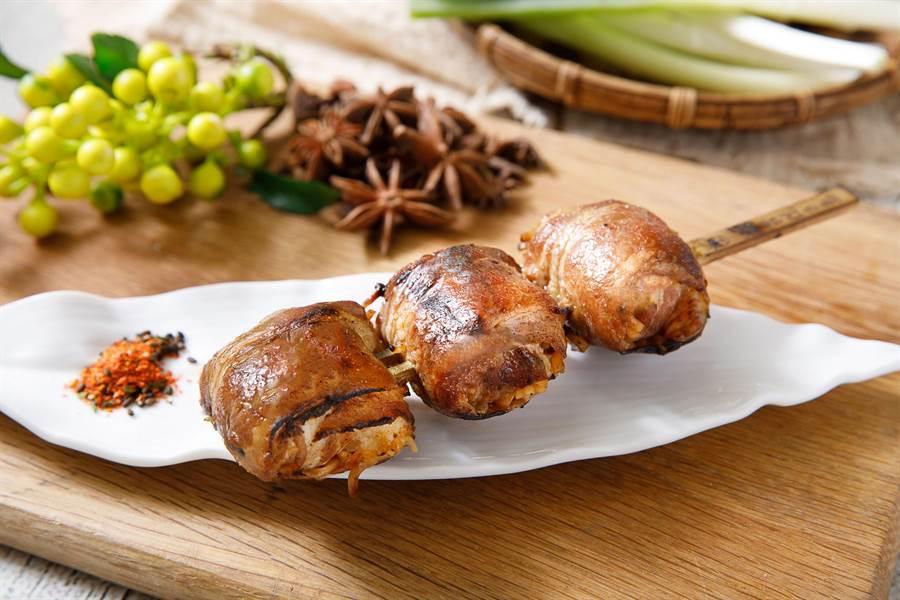 激旨燒鳥總店則是創意推出豬五花捲肉燥麵。(馮惠宜翻攝)