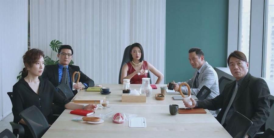 劇中資深律師群天心(左起)、蔣偉文﹑曾珮瑜、高山峰、王自強,個個演技精湛。