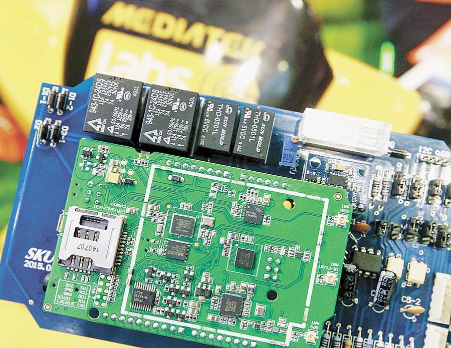 台灣科技大廠不少客戶是陸企,圖為聯發科設計的P70晶片。(本報系資料照片)