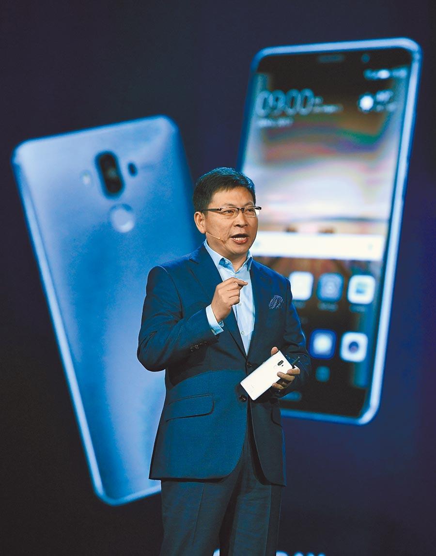 華為消費者業務CEO余承東表示,華為自主作業系統最快今秋可面世。 圖為2017年1月5日,余承東在美國拉斯維加斯演講。(CFP)