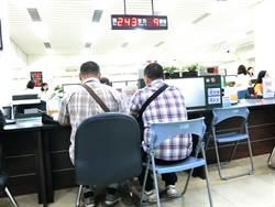 中市31對同婚登記 專程從國外返台登記