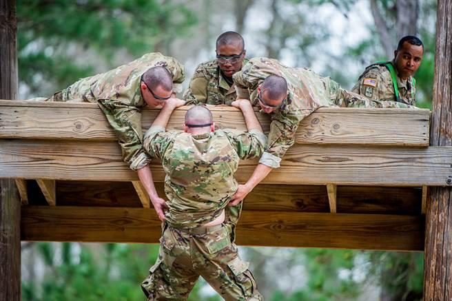 陸山寨軍用裝備 悄悄摸進美軍身上