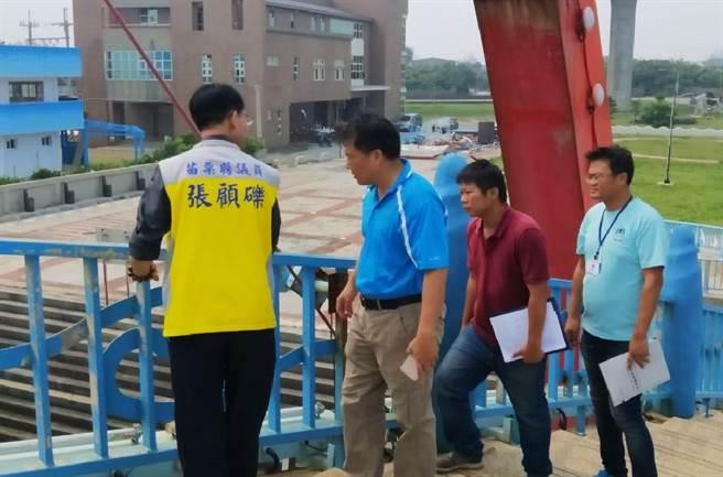 苑港漁港整體設施亟待修復改善,24日縣府農業處漁業科前往會勘。(巫靜婷翻攝)
