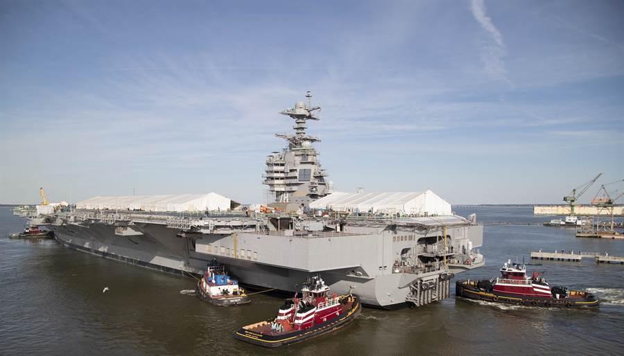 「福特」級航母首艦「福特」號2019年3月17日在美國維吉尼亞州詹姆斯河(James River)的資料照。(美國海軍)