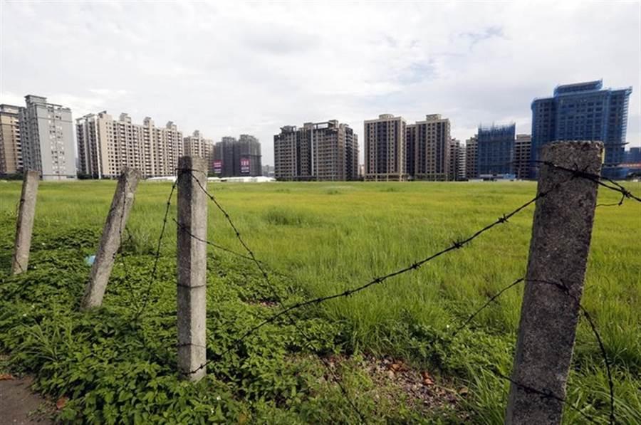 淡海新市鎮空屋狀況嚴重,同時還有許多的空地閒置仍未開發。(本報系資料照片)