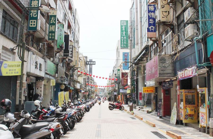 彰化警察分局3鄉市同步執行清除道路障礙、取締攤販。(吳敏菁攝)