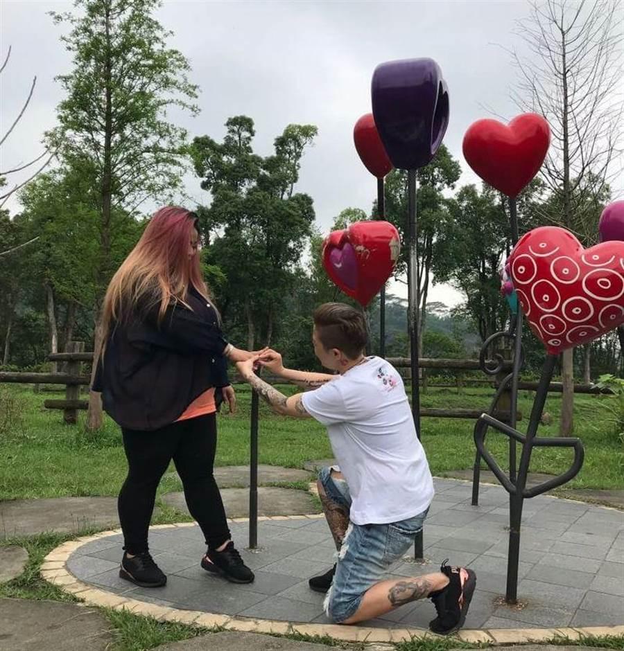 章翔華與杜芳妮相識相戀幾天後即求婚成功。(章翔華提供)