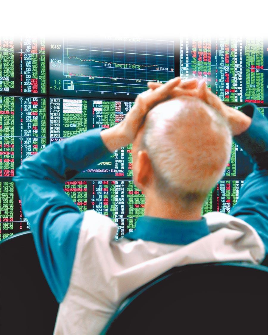 台北股市23日在貿易大戰引發陸美關係惡化疑慮下,指數帶量下殺,終場下跌148.85點,以10308.37點收盤。(鄭任南攝)