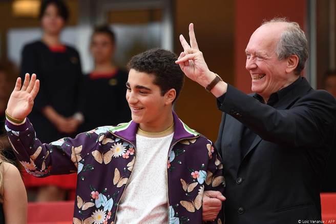 《年輕的阿罕默德》導演盧達頓與男主角Idir Ben Addi。(捷傑電影提供)