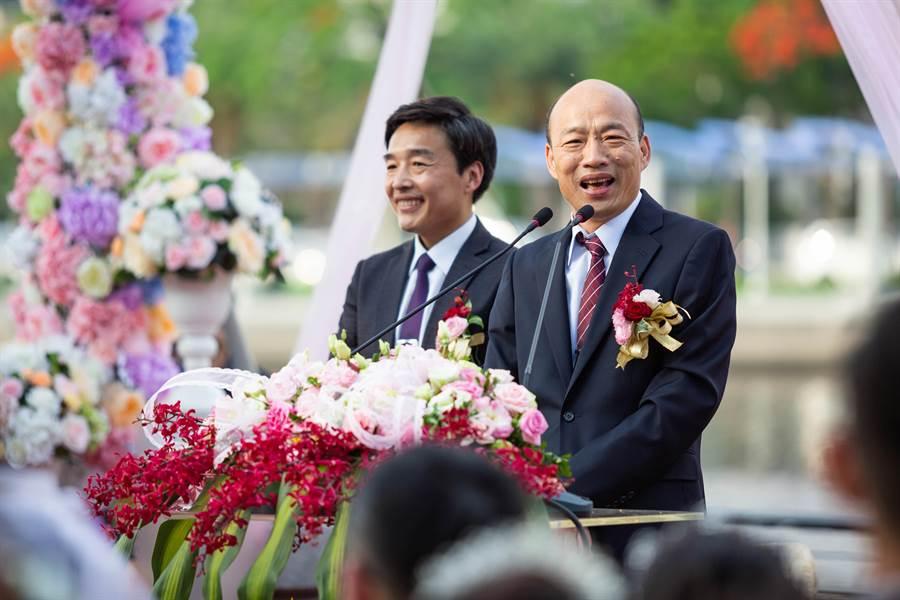 韓國瑜出席愛河畔集團婚禮,勉勵新人們莫忘熱戀初衷,共同為家庭打拼奮鬥。(袁庭堯攝)