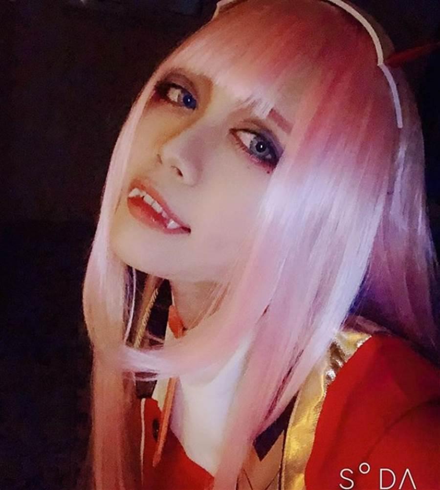 21歲的犯人高岡由佳喜愛cosplay,還打扮成《Darling in the Franxxx》中的女主角02 (圖/翻攝自IG)
