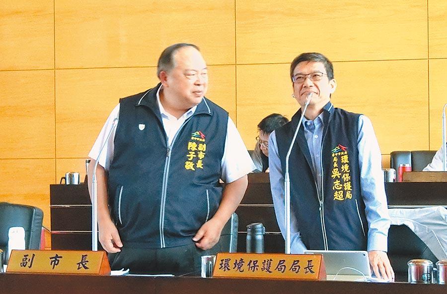 台中市環保局長吳志超(右)24日表示,正研擬《台中市小型掃街車管理辦法》預計7月可讓電動掃街車上路。(盧金足攝)