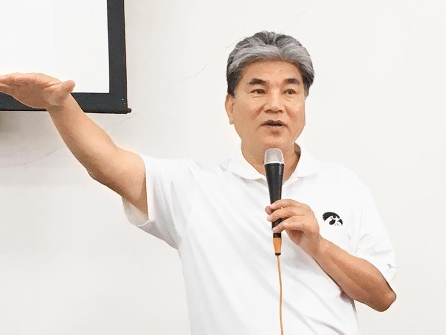 前內政部長李鴻源談嘉義沿海治水的策略。(廖素慧攝)