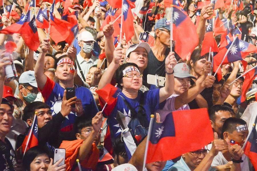 韓國瑜去年高雄市長選舉的造勢場合。(本報資料照片)