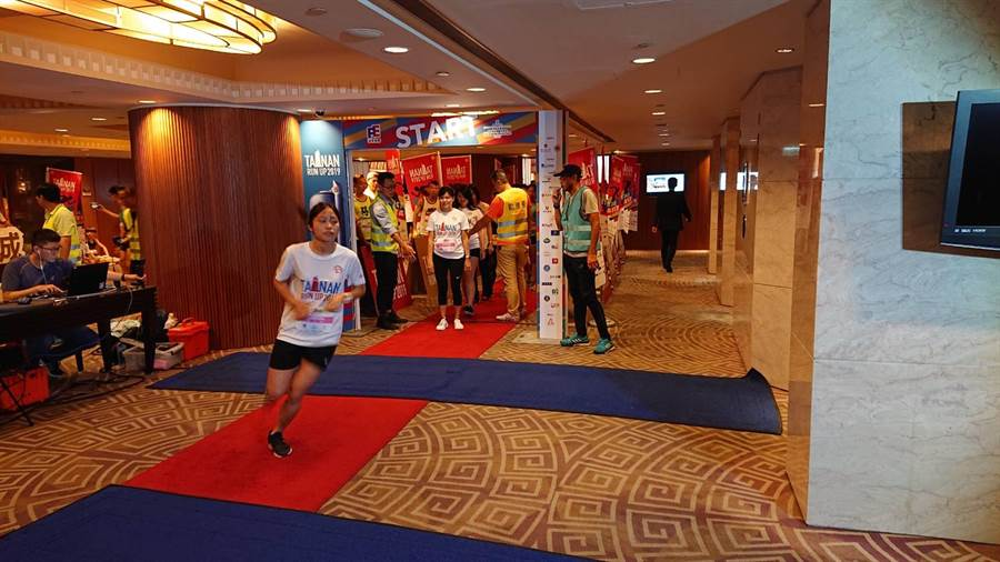 府城登高賽女子組開跑。(程炳璋攝)