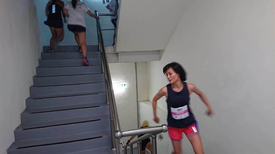 選手需爬40層樓共897階樓梯。(程炳璋攝)