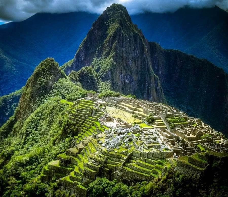秘魯北部莫約班巴以東180公里處,當地時間26日凌晨2時41分發生規模8.0強震,震源深度達105公里,目前尚未有災情傳出。圖為秘魯知名景點馬丘比丘。(圖/擷取自秘魯官方旅遊局臉書Visit Peru)