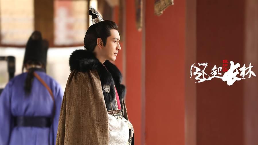 黃曉明飾演蕭平章。(緯來)