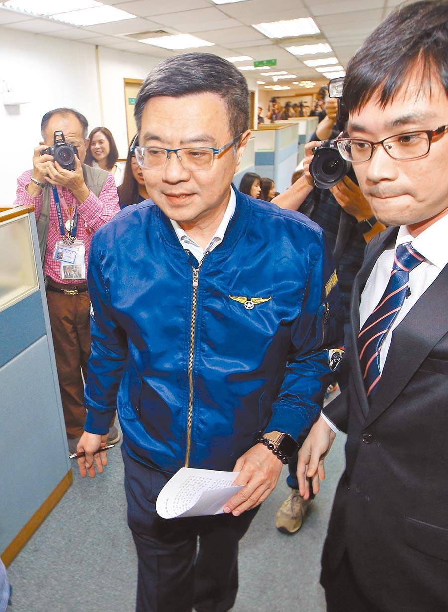民進黨主席卓榮泰(中)在24日夜間發文說,回顧3月8日補選時,他、蔡英文和賴清德是怎樣一起努力打輔選選戰,「好想回到3月8日那一天」。(本報資料照片)