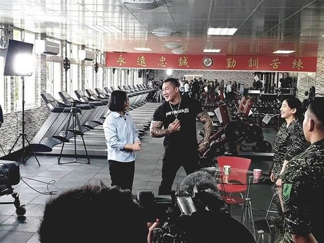 「館長」日前參與莒光園地拍攝。(擷取自飆捍臉書)