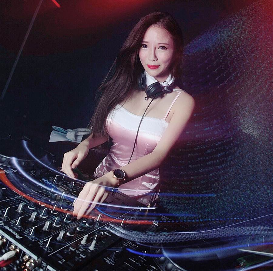 Amber藍星蕾在星馬是相當知名的女DJ。