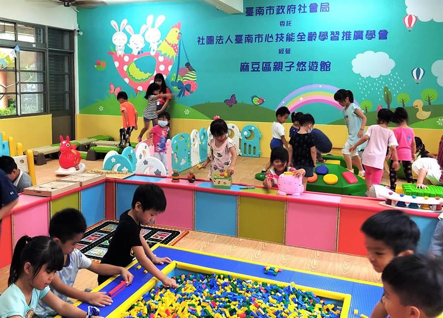 麻豆培文國小因少子化騰出的2間教室,也改建為第7處,27日啟用。(莊曜聰攝)