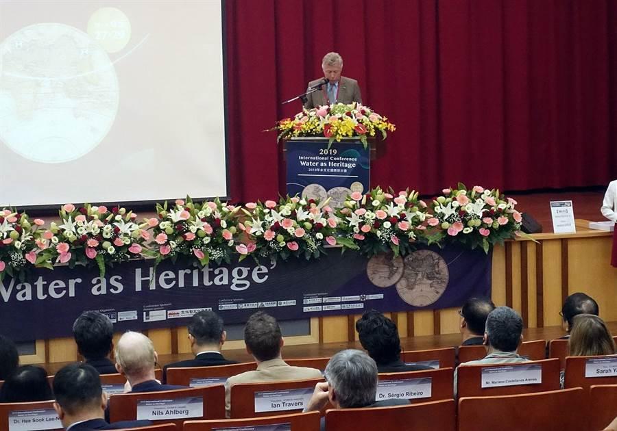 ICOMOS荷蘭國家委員會副主席Diederik Six爵士提倡水與文化資產連結。(廖素慧攝)