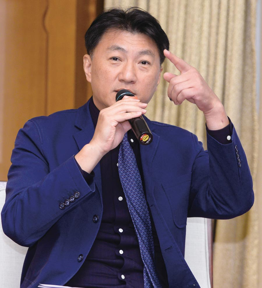 台灣工程法學會理事長謝定亞