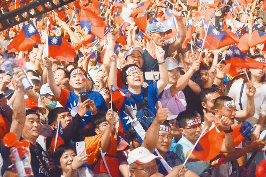 首場總統初選造勢大會,將號召10萬人於6月1日總統府前凱道舉行。圖為去年韓國瑜造勢現場。(本報資料照片)