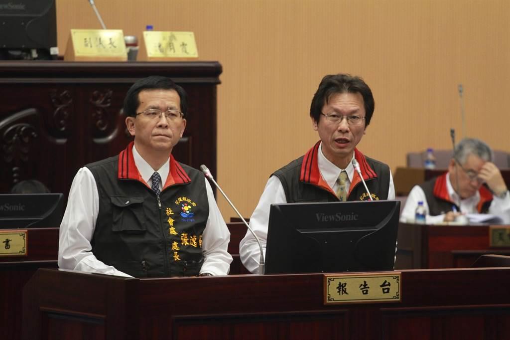 花蓮縣衛生局長朱家祥(右)強調,會與醫院溝通無障礙廁所附設照護床的可行性。(范振和攝)