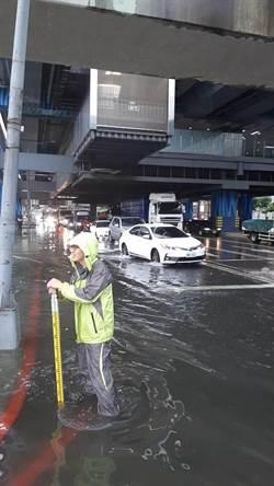 梅雨報到 桃園龜山再度淹水