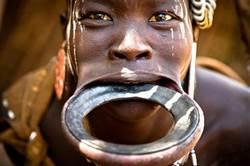 唇盤族少女 拿下圓盤模樣超驚人