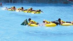 馬拉灣水樂園 舉辦人體龍舟競賽