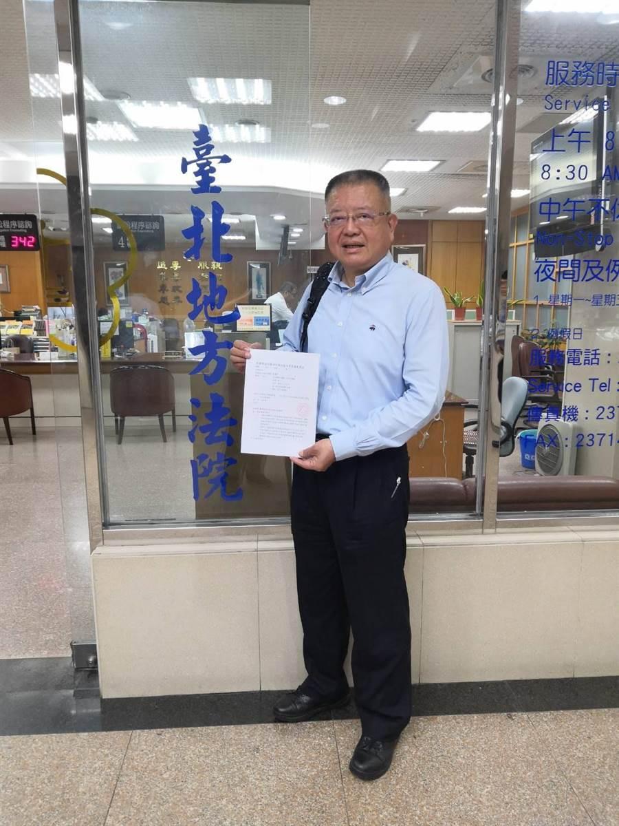 前立委陳杰昨天前往台北地方法院遞出聲請狀,對中國國民黨聲請定暫時狀態假處分及緊急處置,盼能為初選提名翻案。(謝瓊雲翻攝)
