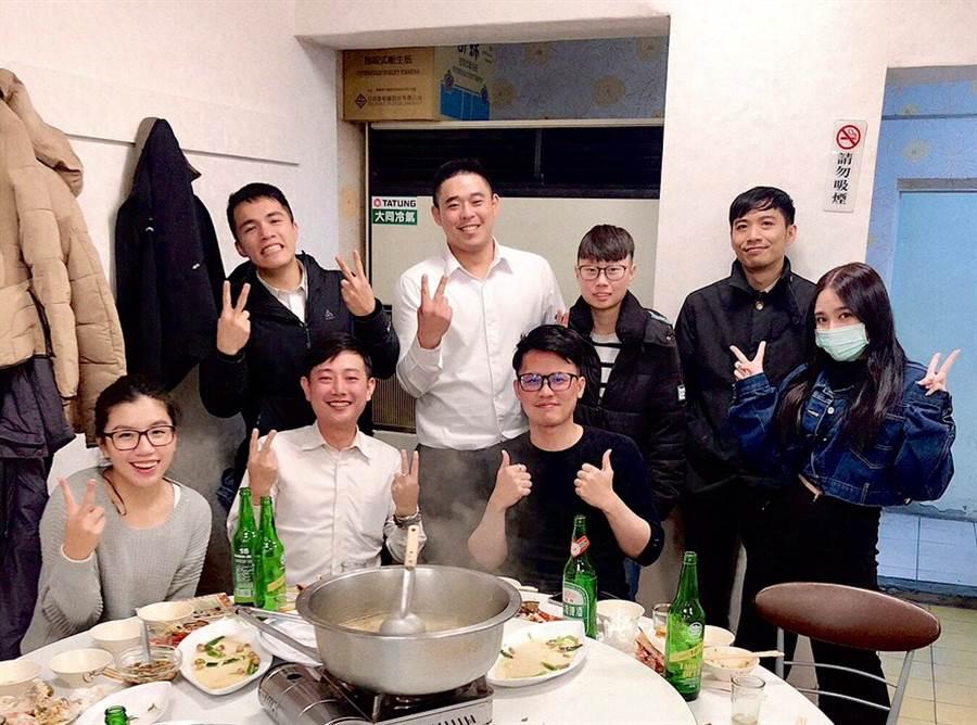 在永慶,陳旻羣跟同事之間除了一起共戰,私下也會一起開心聚餐。