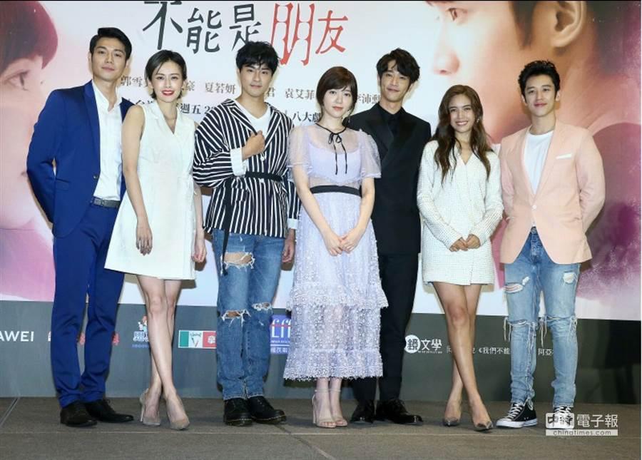 左起李沛勋、袁艾菲、孙其君、郭雪芙、刘以豪、夏若妍、陈慕。