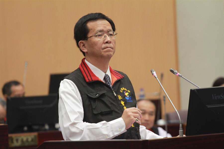 縣政府社會處長兼發言人張逸華強調,0206地震善款專款專用,無庸置疑。(范振和攝)